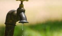 Escuela rural recibe agua potable de OSE tras contaminación del pozo